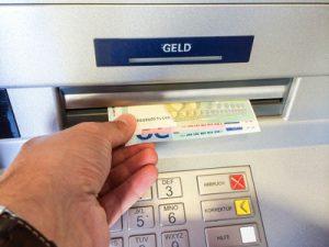 Geldabheben im Ausland, Risiken und Gebühren, © Jürgen Fälchle, girokontoantrag.de
