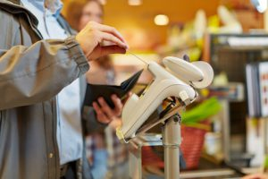 Kreditkarten - Einkauf beim Discounter und Supermarkt , © Robert Kneschke, girokontoantrag.de